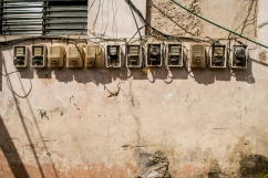 Medidores de electricidad de diversas casas de la Comunidad de El Calvario, ubicada en la parroquia El Hatillo del estado Miranda, Venezuela. Photowalk organizado por VAEArts y la alcaldía de El Hatillo, en el marco de la actividad cultural #ElCalvarioPuertasAbiertas y el programa cultural Vive El Hatillo.