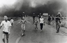 1973 2 Huynh Cong Út Napalm Girl